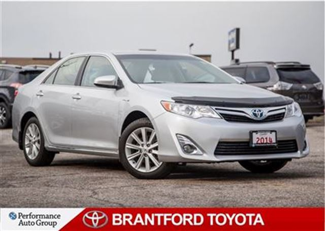 2014 toyota camry hybrid xle one owner trade in carpoof clean silver brantford toyota. Black Bedroom Furniture Sets. Home Design Ideas