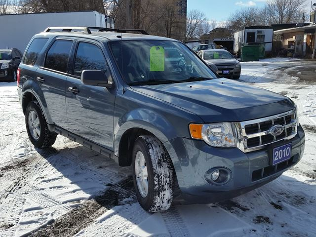 2010 ford escape xlt whitby ontario used car for sale 2667337. Black Bedroom Furniture Sets. Home Design Ideas