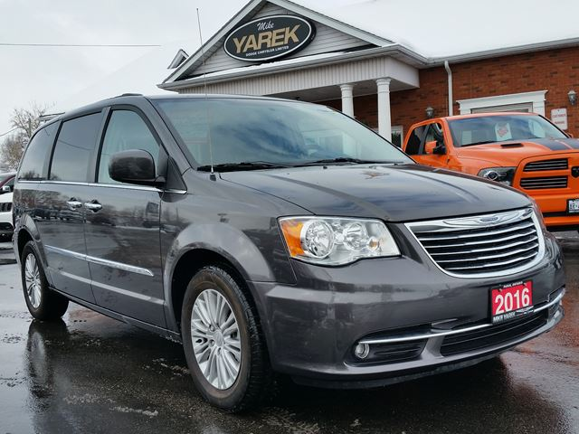 2016 chrysler town and country touring paris ontario used car for sale 2668058. Black Bedroom Furniture Sets. Home Design Ideas