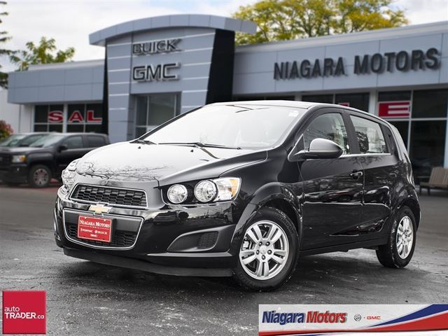 2016 chevrolet sonic lt hatchback black niagara motors. Black Bedroom Furniture Sets. Home Design Ideas