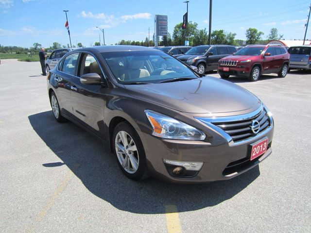 2013 nissan altima 2 5 sl sunroof heated leather steering wheel perth ontario used car for. Black Bedroom Furniture Sets. Home Design Ideas