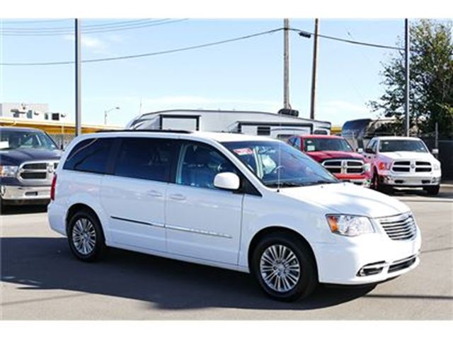 2015 chrysler town and country touring l edmonton alberta used car for sale 2670346. Black Bedroom Furniture Sets. Home Design Ideas