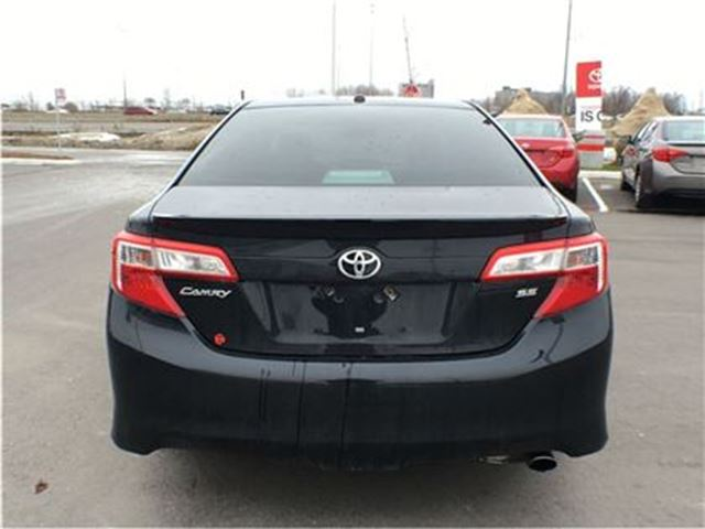 2012 toyota camry se premium mississauga ontario used car for sale 2670625. Black Bedroom Furniture Sets. Home Design Ideas
