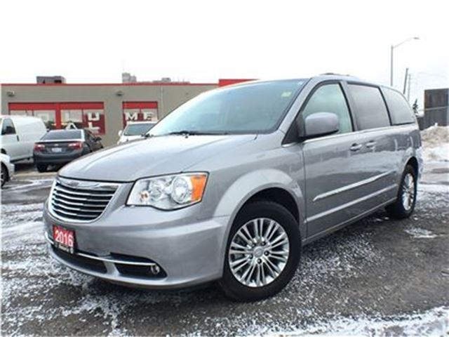 2016 chrysler town and country touring l leather navigation bluetooth mississauga. Black Bedroom Furniture Sets. Home Design Ideas