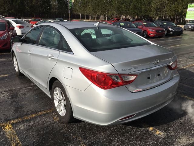 2012 hyundai sonata gl cayuga ontario used car for sale 2672416. Black Bedroom Furniture Sets. Home Design Ideas