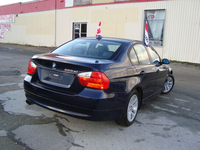 2006 bmw 3 series 325xi awd only 137km accident rust free leather sunroof cambridge ontario. Black Bedroom Furniture Sets. Home Design Ideas