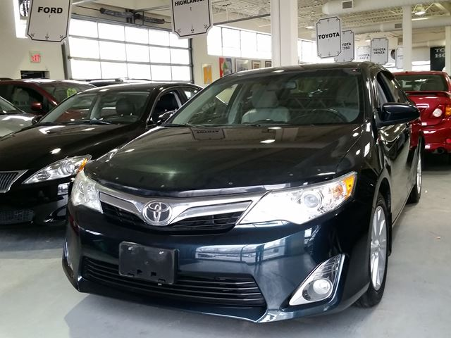 2012 toyota camry xle toronto ontario used car for sale 2675096. Black Bedroom Furniture Sets. Home Design Ideas