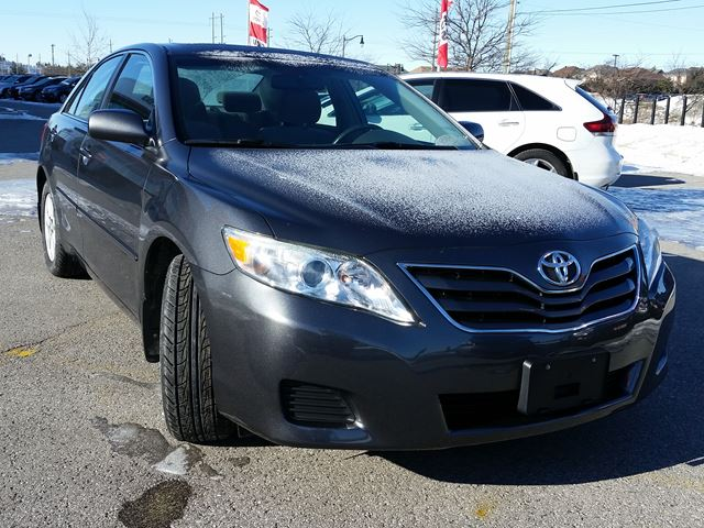 2010 toyota camry le aurora ontario used car for sale 2675926. Black Bedroom Furniture Sets. Home Design Ideas