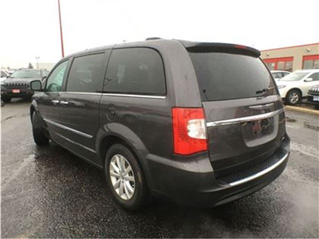 2016 chrysler town and country limited sunroof blind spot monitoring leather mississauga. Black Bedroom Furniture Sets. Home Design Ideas
