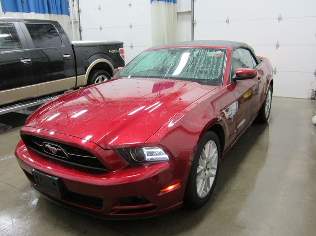 2014 ford mustang v6 premium orillia ontario used car for sale 2678742. Black Bedroom Furniture Sets. Home Design Ideas