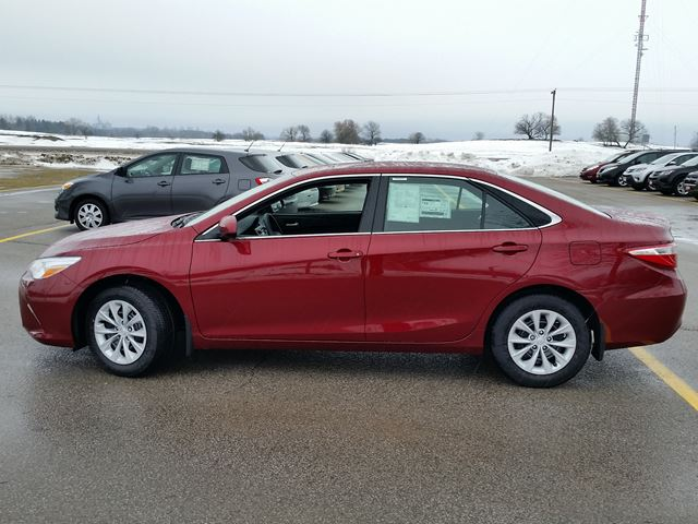 2017 toyota camry le lindsay ontario new car for sale 2679062. Black Bedroom Furniture Sets. Home Design Ideas