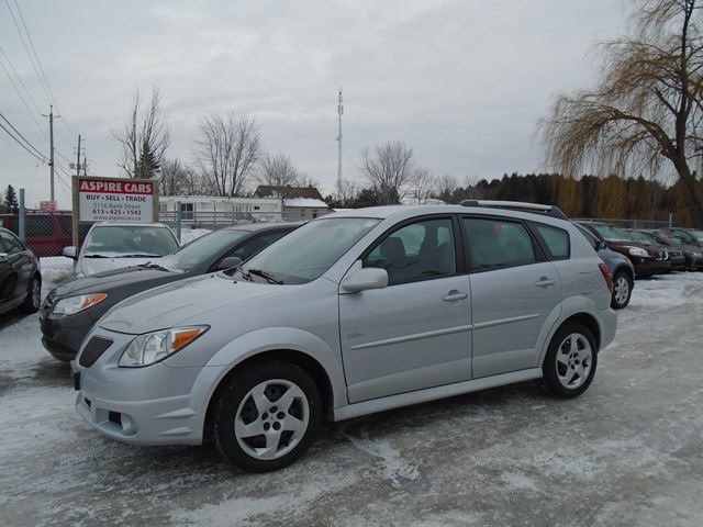 2007 pontiac vibe only 73 000 km new tires extra clean. Black Bedroom Furniture Sets. Home Design Ideas