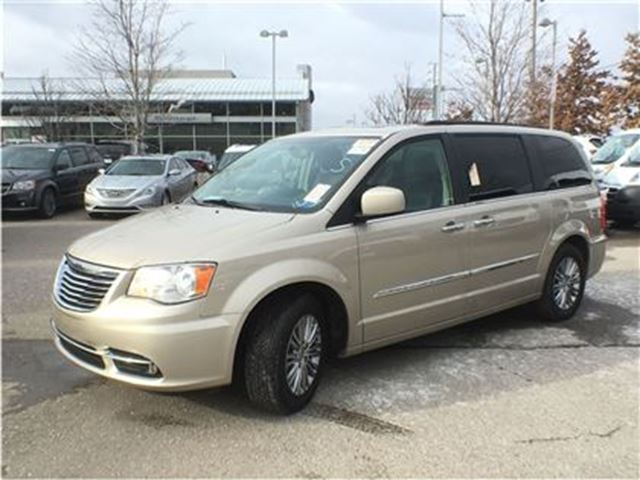 2016 chrysler town and country touring l dual dvd leather seating mississauga ontario. Black Bedroom Furniture Sets. Home Design Ideas