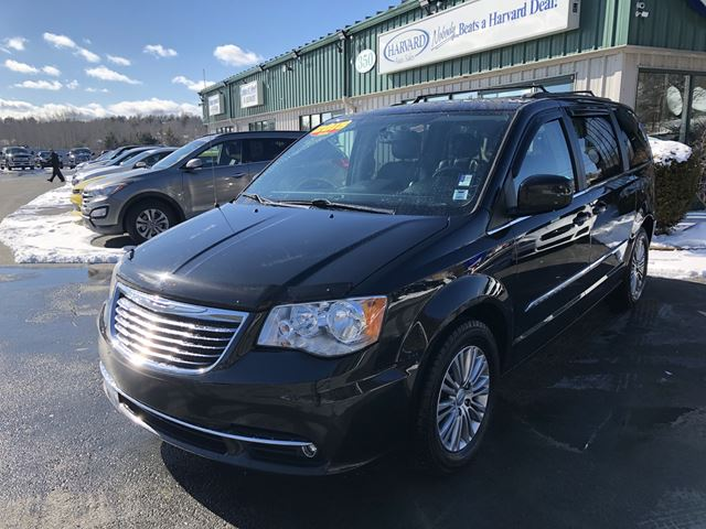 2015 chrysler town and country touring l lower sackville nova scotia used car for sale 2704430. Black Bedroom Furniture Sets. Home Design Ideas