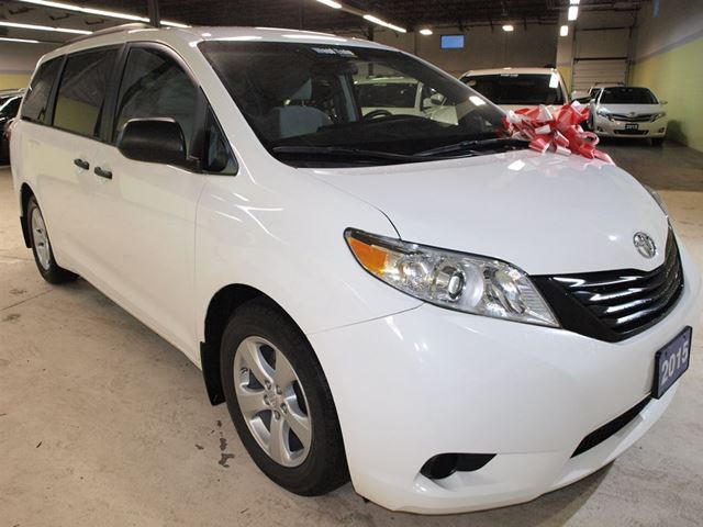 2015 toyota sienna ce rear view camera vaughan ontario. Black Bedroom Furniture Sets. Home Design Ideas