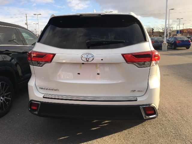 2017 toyota highlander awd se cobourg ontario used car. Black Bedroom Furniture Sets. Home Design Ideas