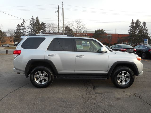 2013 toyota 4runner sr5 4wd v6 bluetooth oakville ontario used car for sale 2682642. Black Bedroom Furniture Sets. Home Design Ideas