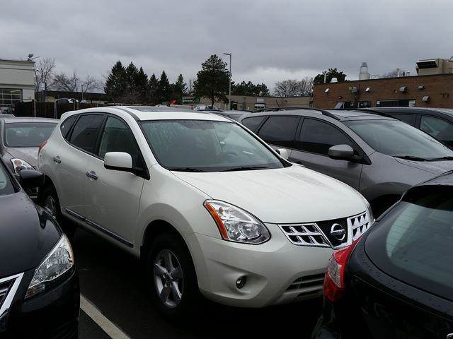 2013 nissan rogue s mississauga ontario used car for sale 2683137. Black Bedroom Furniture Sets. Home Design Ideas