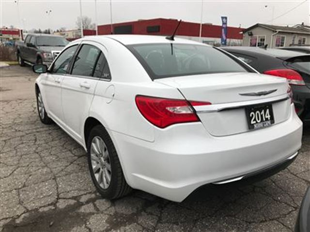 2014 chrysler 200 touring heated seats sat radio london ontario used car for sale 2684111. Black Bedroom Furniture Sets. Home Design Ideas