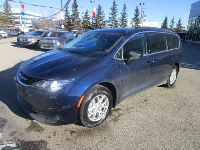 2017 chrysler pacifica lx calgary alberta car for sale 2684886. Black Bedroom Furniture Sets. Home Design Ideas