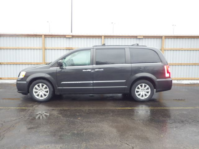 2012 chrysler town and country cayuga ontario used car. Black Bedroom Furniture Sets. Home Design Ideas