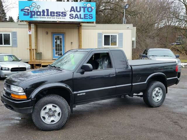 2001 Chevrolet S-10 LS in Whitby, Ontario