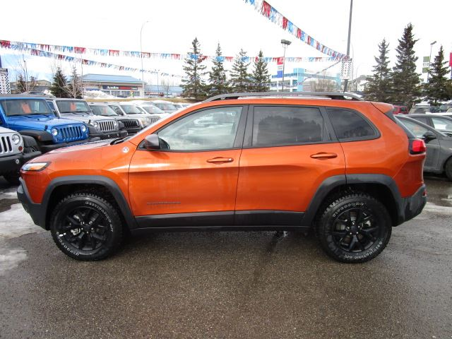 2016 jeep cherokee trailhawk 4x4 calgary alberta used car for sale 2685634. Black Bedroom Furniture Sets. Home Design Ideas