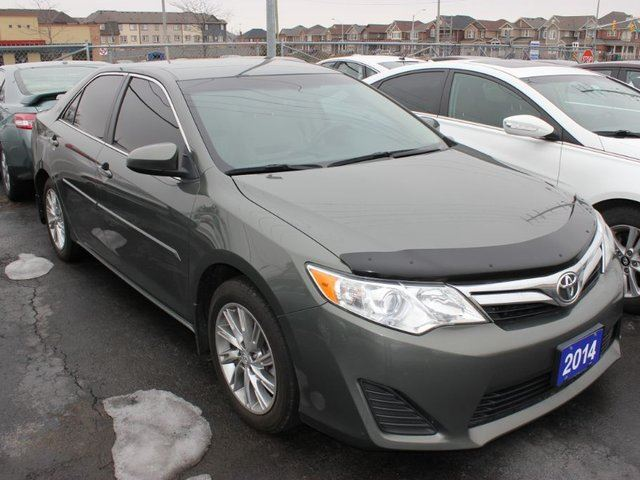 2014 toyota camry le alloy wheels nav green 9 auto sales. Black Bedroom Furniture Sets. Home Design Ideas