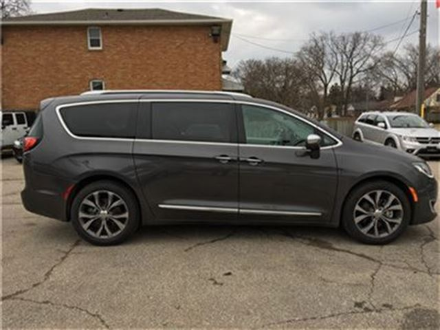 2017 chrysler pacifica limited fully loaded mississauga ontario used car for sale 2689422. Black Bedroom Furniture Sets. Home Design Ideas