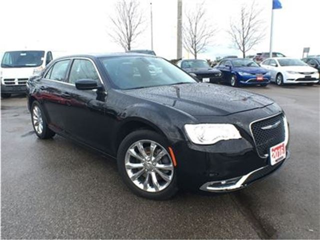 2016 Chrysler 300 TOURING**PANORAMIC SUNROOF**NAVIGATION** in Mississauga, Ontario