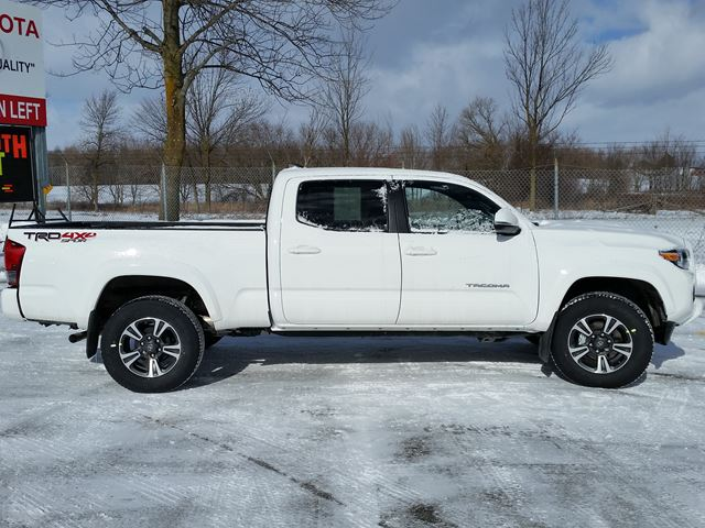 2017 toyota tacoma sr5 lindsay ontario new car for sale 2690032. Black Bedroom Furniture Sets. Home Design Ideas