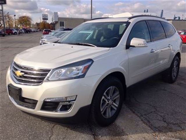 2015 chevrolet traverse lt windsor ontario used car for sale 2691029. Black Bedroom Furniture Sets. Home Design Ideas