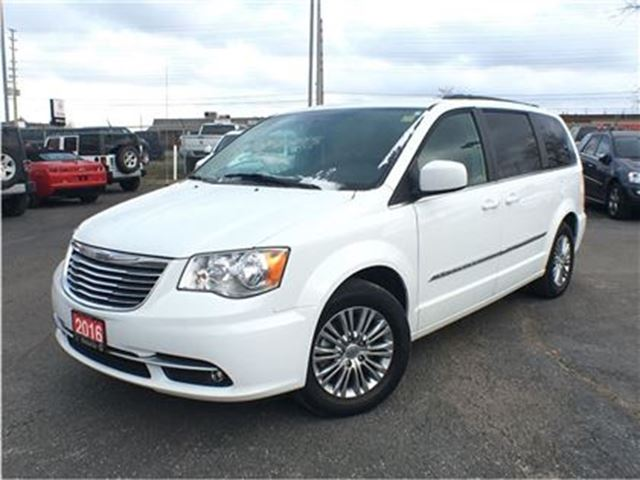 2016 chrysler town and country touring l 6 5 inch touchscreen back up camera l mississauga. Black Bedroom Furniture Sets. Home Design Ideas