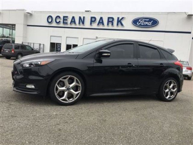 2015 Ford Focus RARE! 2015 ST - 2.0L ECOBOOST, NAV, LEATHER, ROOF in Surrey, British Columbia