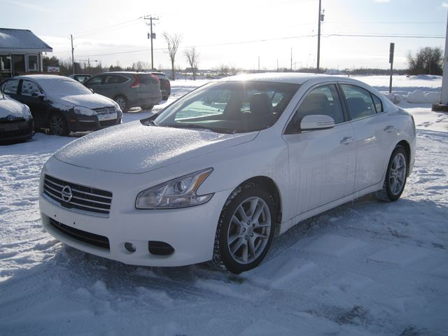 2009 nissan maxima 3 5 sv certified e tested vars ontario used car for sale 2692431. Black Bedroom Furniture Sets. Home Design Ideas