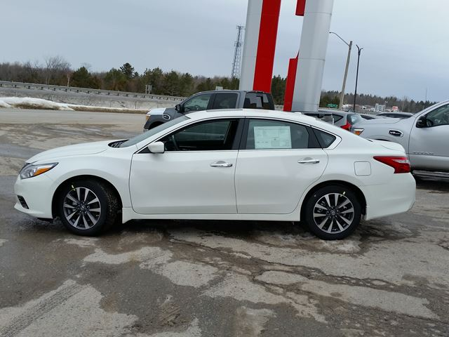 2017 nissan altima 2 5 sv orillia ontario car for sale 2692612. Black Bedroom Furniture Sets. Home Design Ideas