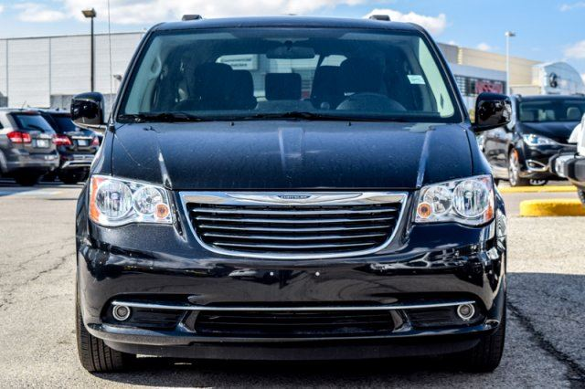2016 chrysler town and country touring backup cam pwr rear doors sat radio 17alloys thornhill. Black Bedroom Furniture Sets. Home Design Ideas