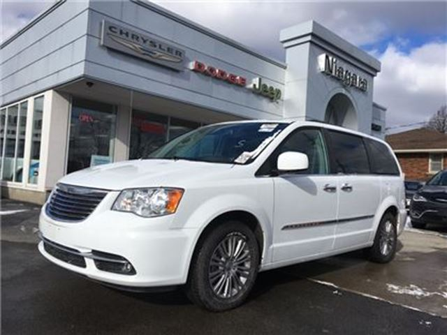 2016 chrysler town and country niagara falls ontario car for sale 2695593. Black Bedroom Furniture Sets. Home Design Ideas