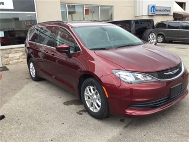 used 2017 chrysler pacifica lx 0 84 months milton. Black Bedroom Furniture Sets. Home Design Ideas