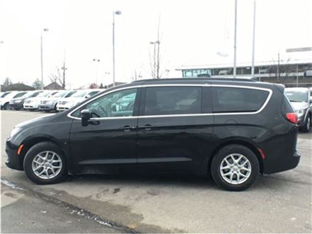 used 2017 chrysler pacifica demo only 1001 kms on the clock lx mississauga. Black Bedroom Furniture Sets. Home Design Ideas