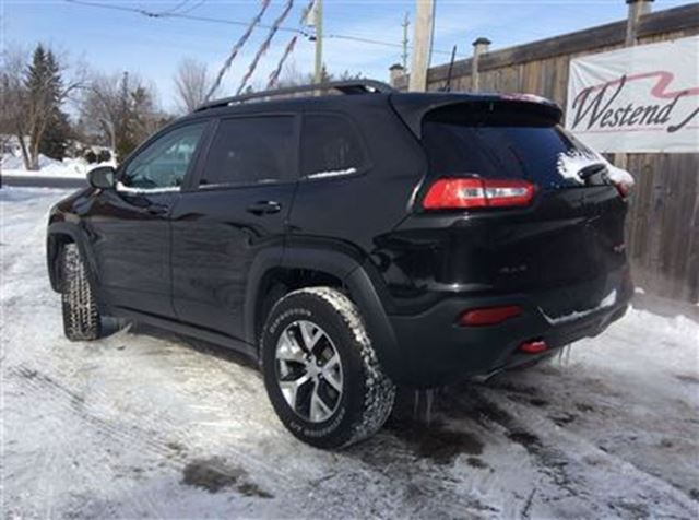 2016 jeep cherokee trailhawk ottawa ontario used car for sale 2698374. Black Bedroom Furniture Sets. Home Design Ideas