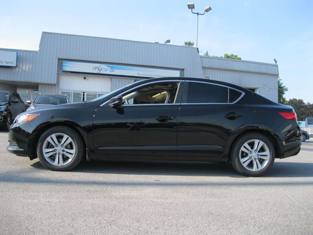 2013 acura ilx base kingston ontario used car for sale 2698420. Black Bedroom Furniture Sets. Home Design Ideas