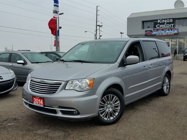 2014 chrysler town and country touring pickering ontario used car. Black Bedroom Furniture Sets. Home Design Ideas