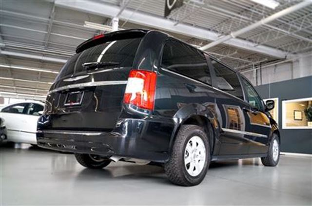 2012 chrysler town and country touring stow 39 n go back cam. Black Bedroom Furniture Sets. Home Design Ideas