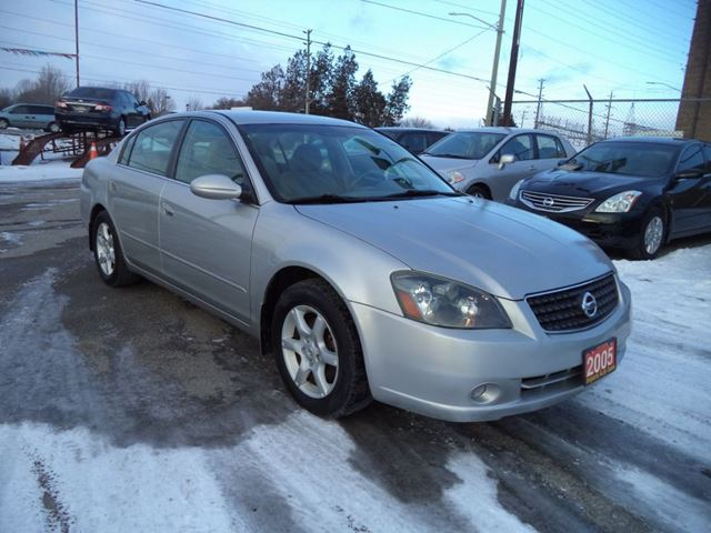 2005 nissan altima newmarket ontario used car for sale 2699454. Black Bedroom Furniture Sets. Home Design Ideas