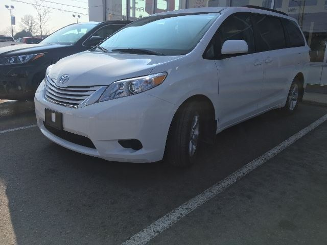 2017 Toyota Sienna LE V6 8 PASSENGER+HEATED SEATS   in Cobourg, Ontario