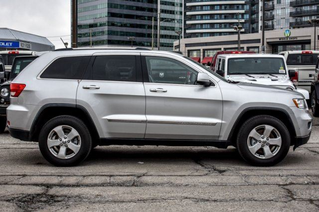 2011 jeep grand cherokee laredo 4x4 leather bluetooth htd frnt seats 18alloys thornhill. Black Bedroom Furniture Sets. Home Design Ideas