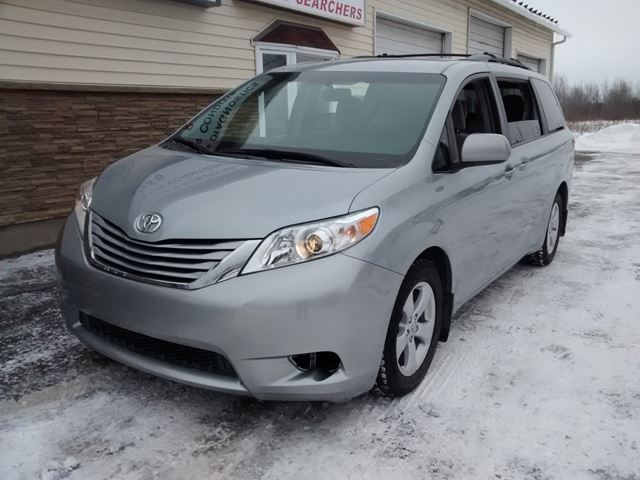 2015 toyota sienna le 8 passenger ottawa ontario used car for sale 2700256. Black Bedroom Furniture Sets. Home Design Ideas