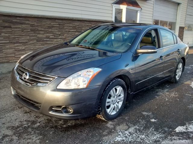 2011 Nissan Altima 2.5 SL Leather + Sunroof in Ottawa, Ontario