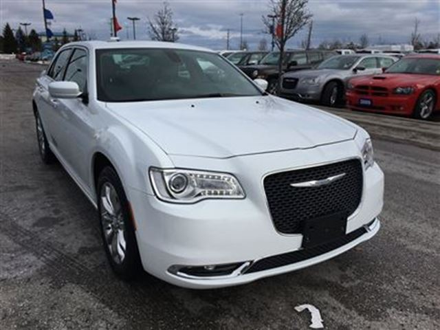 2016 chrysler 300 touring awd nav back up camera pickering ontario used car for sale 2702270. Black Bedroom Furniture Sets. Home Design Ideas